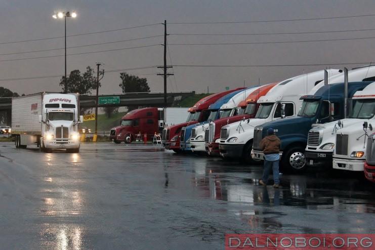 _truck_stop_rain_