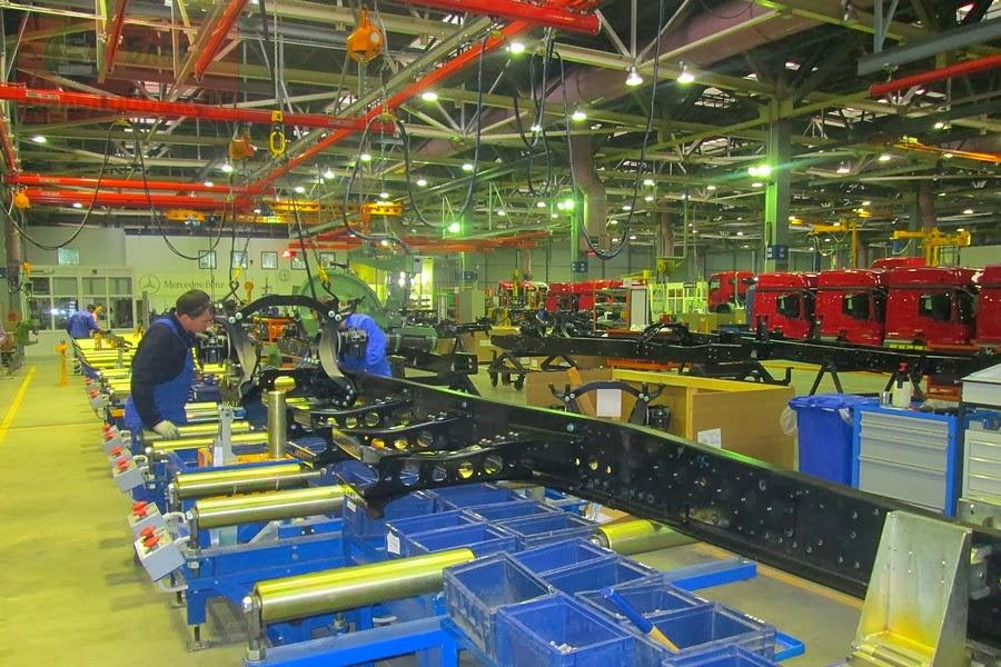 В Набережных Челнах начался монтаж рам для грузовиков Mercedes-Benz