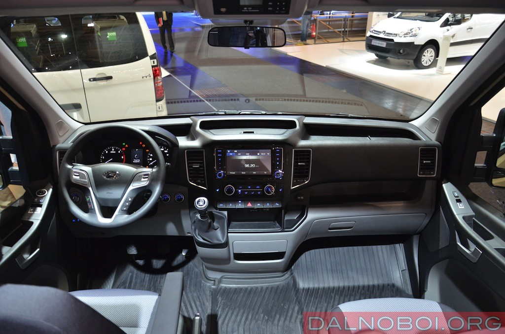 Hyundai_H350_008