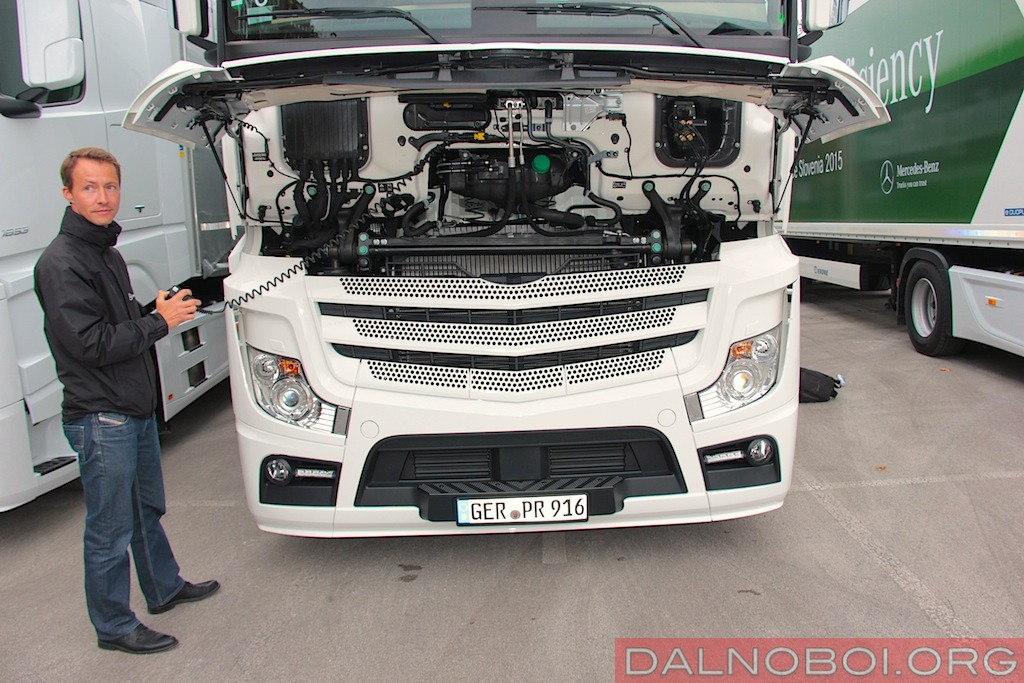 Mercedes-Benz_Actros_MP4_2015_006