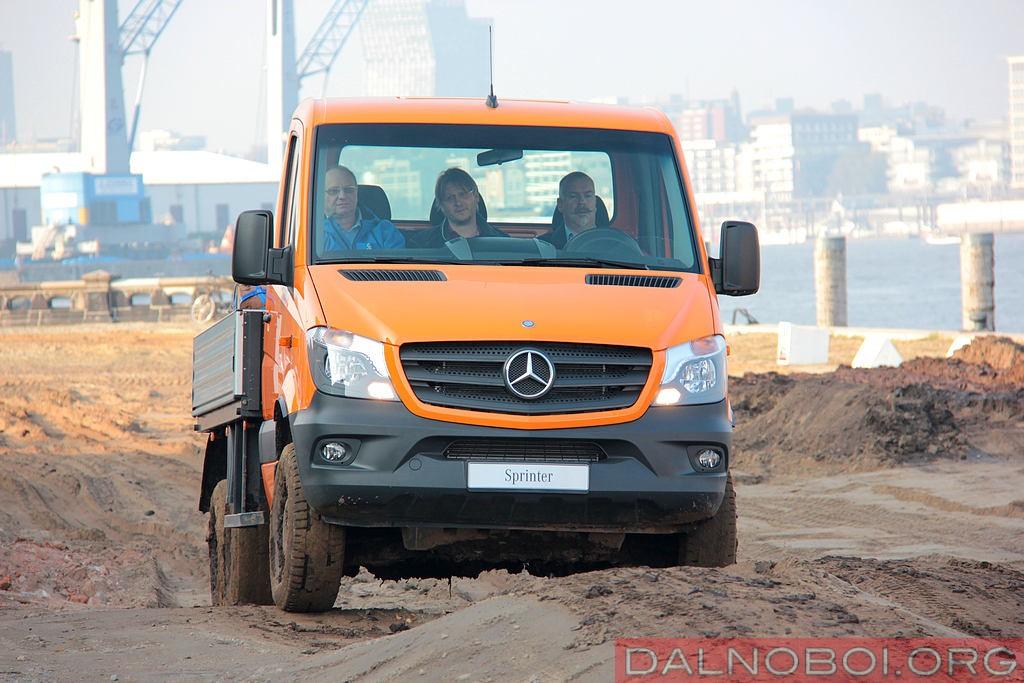 Mercedes-Benz_Sprinter_6x6_Oberaigner_006