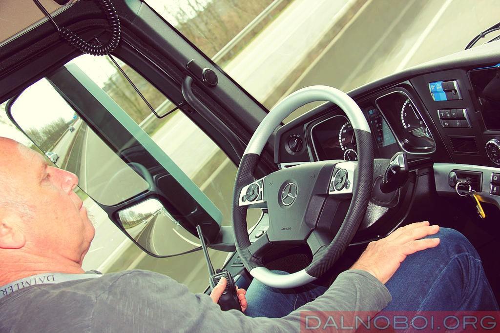 Mercedes-Benz_Actros_test_001