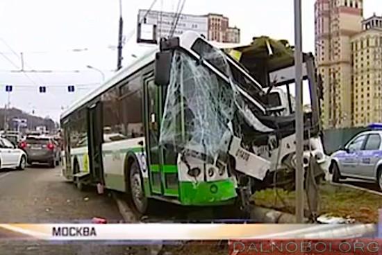 автобус протаранил 8 автомобилей в москве