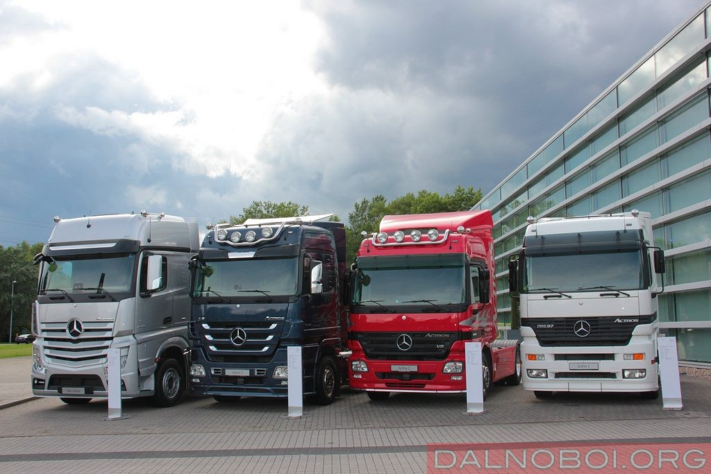 mercedes-benz_trucks_001