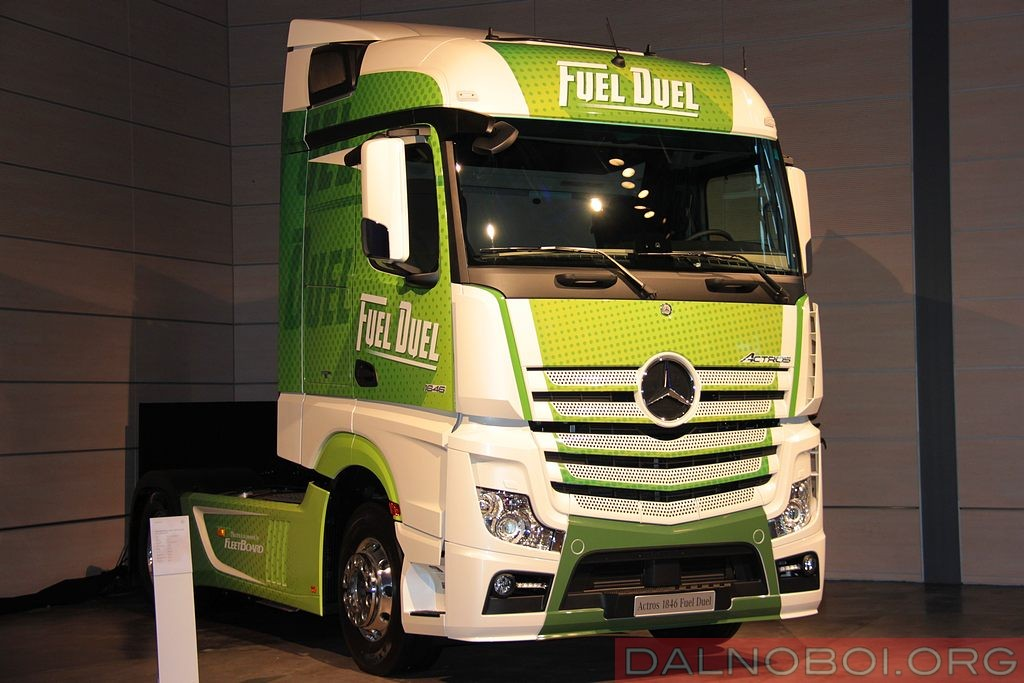 mercedes-benz_trucks_002