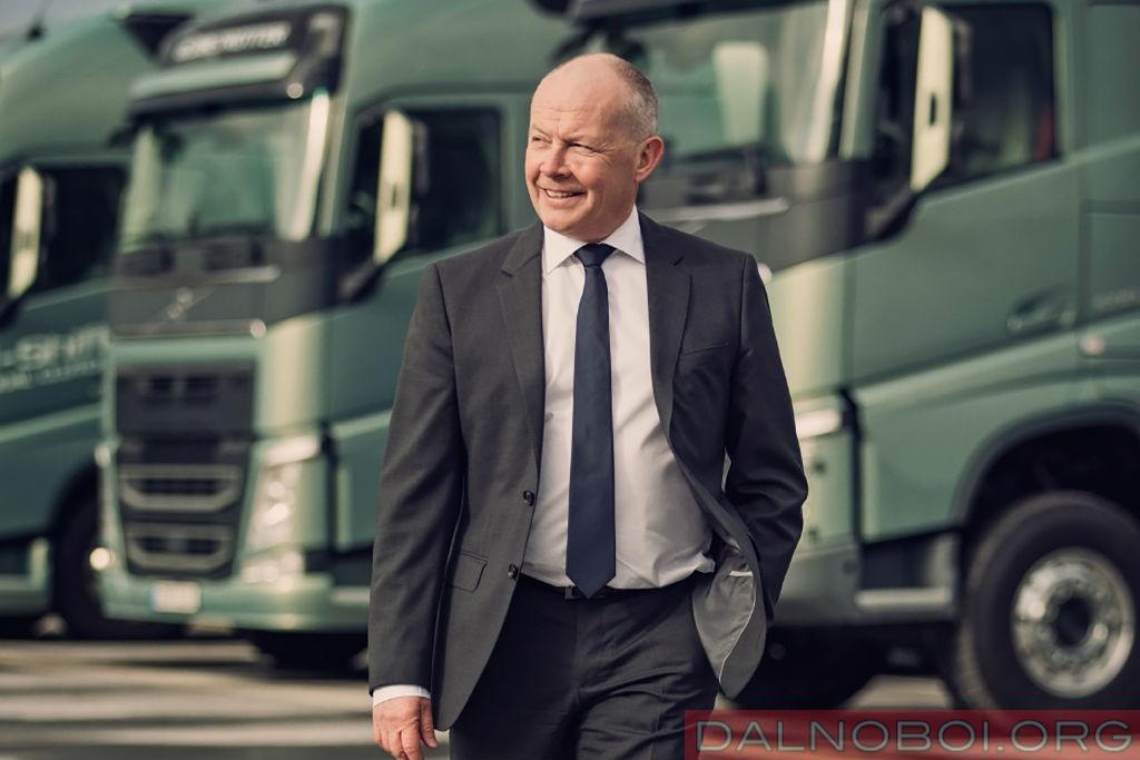 koncept_trak_volvo_trucks_s_gibridnoj_silovoj_ustanovkoj_001