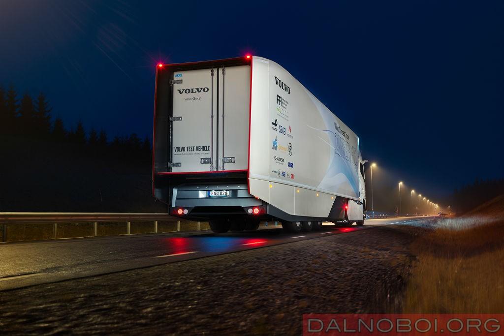 koncept_trak_volvo_trucks_s_gibridnoj_silovoj_ustanovkoj_002