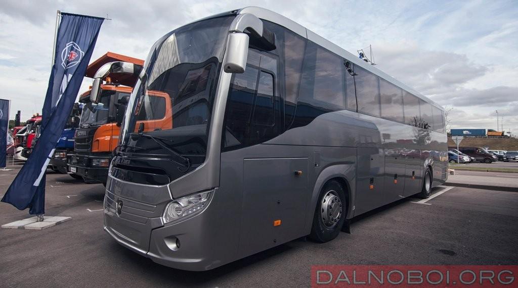 Модернизированный туристический лайнер ЛиАЗ Круиз New получил новое выражение передка, аквариумное остекление, импортные двери и целую россыпь электронных помощников водителя