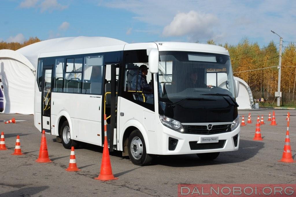 Вектор Next – 7,6 метровый каркасный автобус с мотором ЯМЗ-53443 и 5-ступенчатой КП, рассчитанный на 50 пассажиров для 21 из которых предусмотрены сидения