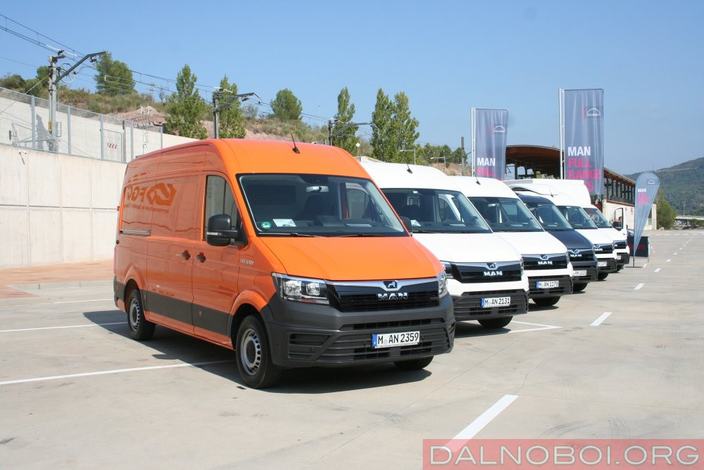 На тест-драйв в горах Каталонии и окрестностях Барселоны были предоставлены разные версии нового LCV.