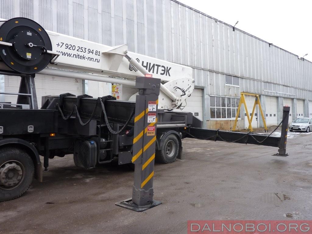 Выдвижные опоры имеют 3-секционную конструкцию и внушительные габариты, требующие свободной площадки под размещение примерно 10х8,5 метров