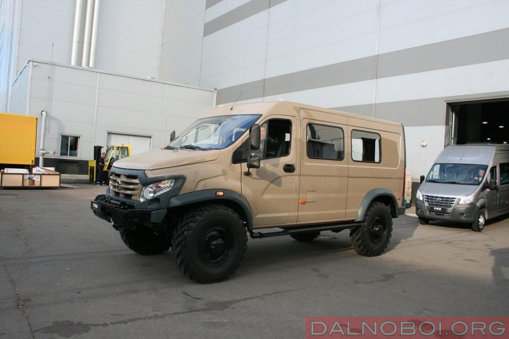 Экспедиционный «Вепрь NEXT» создан на шасси ГАЗ-33088 «Садко» и рассчитан на перевозку семерых человек по схеме «3+4»