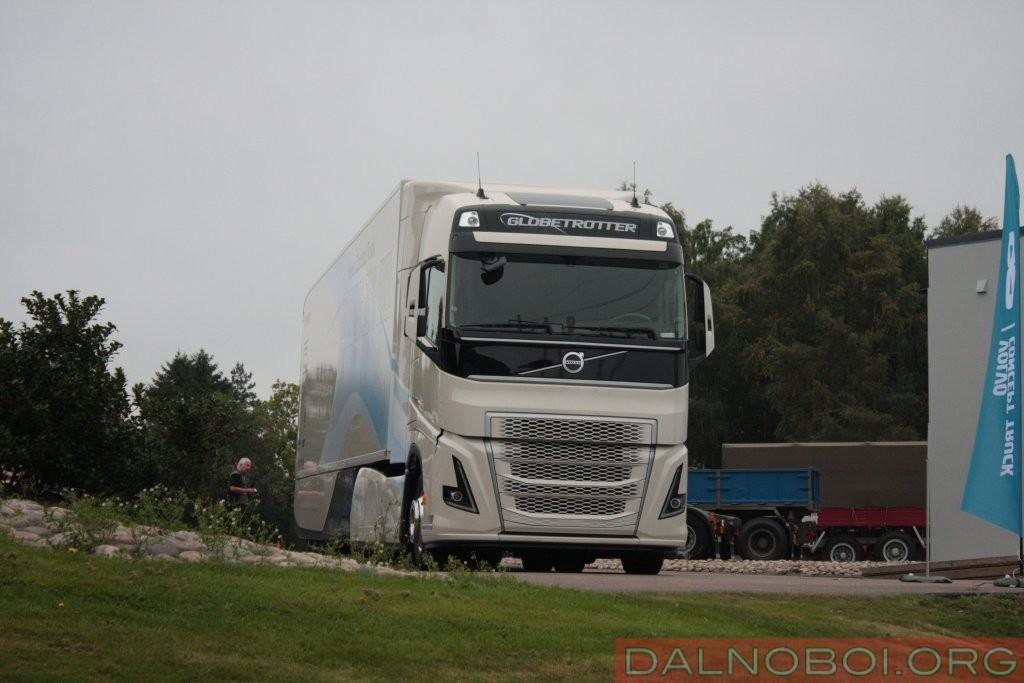 Несмотря на стилевые изменения в дизайне экстерьера, гены Volvo Trucks угадываются без особого труда