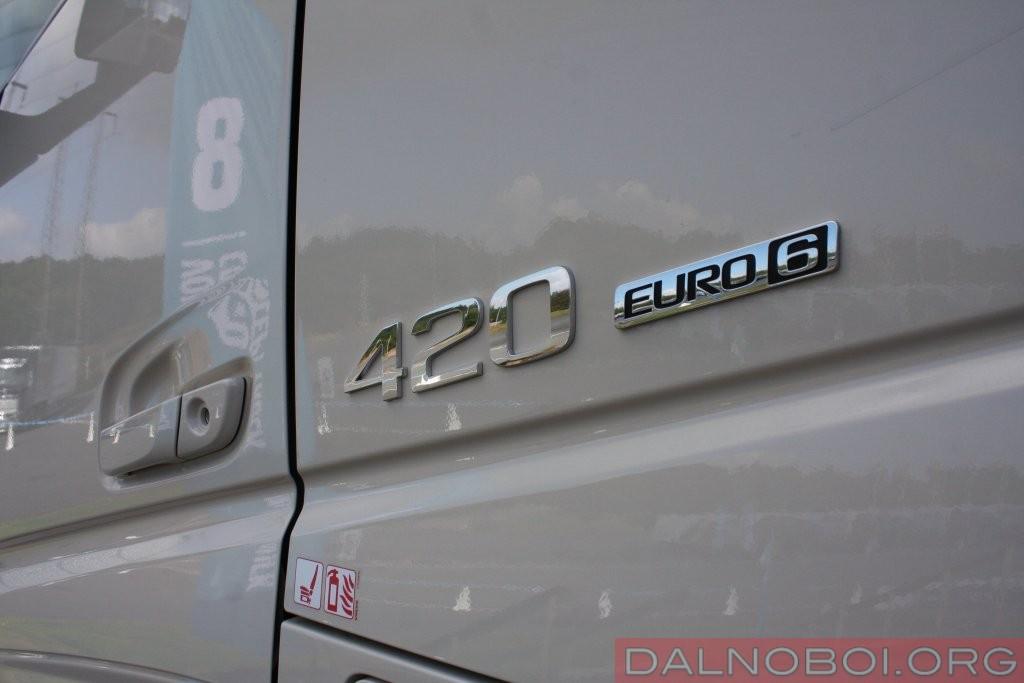 Концептуальный грузовик оснащен 420-сильным дизельным двигателем Volvo Trucks экологического класса Евро-6