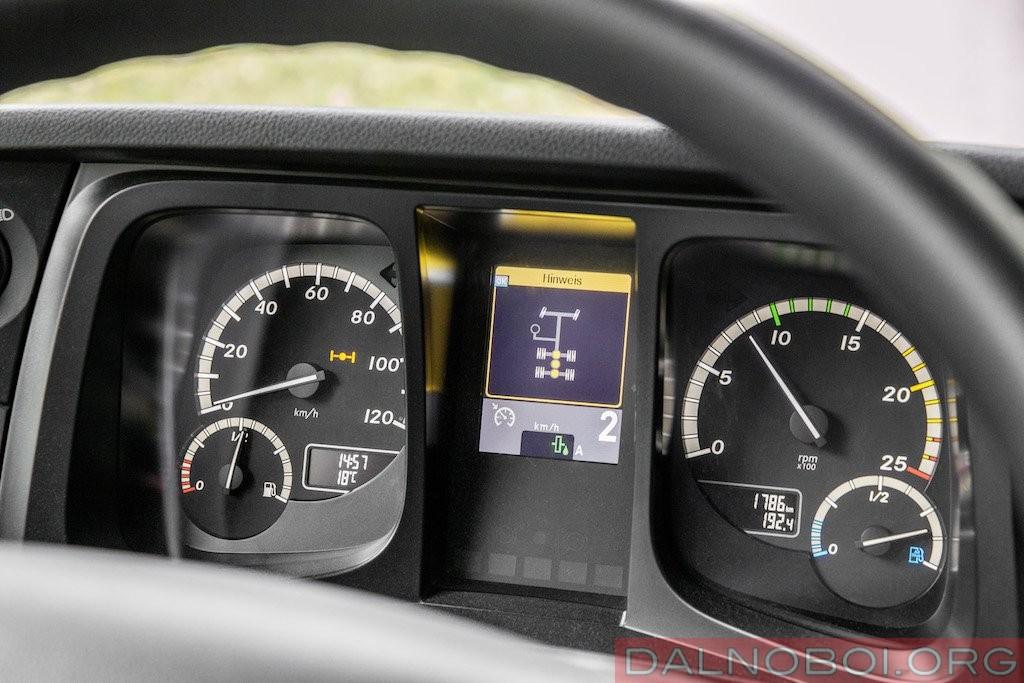 Задействованное TRC отображает зеленый индикатор с символом в виде капельки масла рядом с турборетардером.