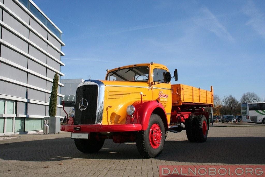 Mercedes-Benz LAK 315 (4x4) образца 1955 года с подключаемым передним приводом обладал полезной нагрузкой 7,6 т.