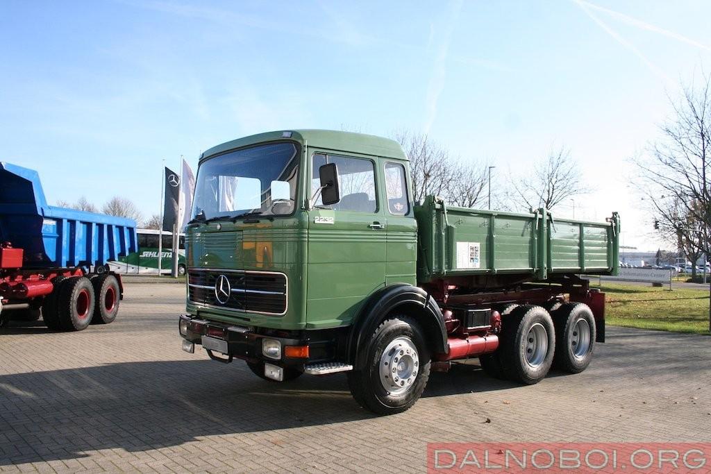 На бескапотный Mercedes-Benz LPK 2232 (6x4)ставили 15,9-литровый дизельный двигатель V10 мощностью 320 л.с.