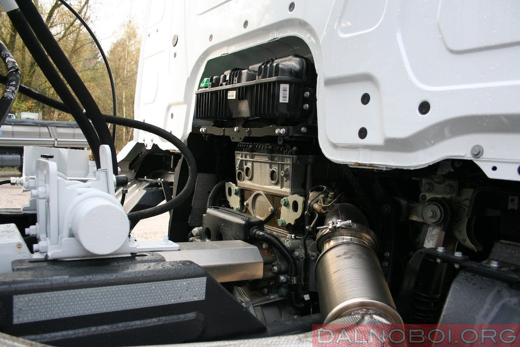 Штатное место установки TRC – между двигателем и коробкой передач.