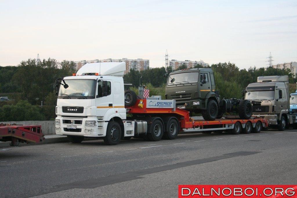 Седельные тягачи КАМАЗ Т2640 и Т2642 (6х4) с новой рессорной подвеской.