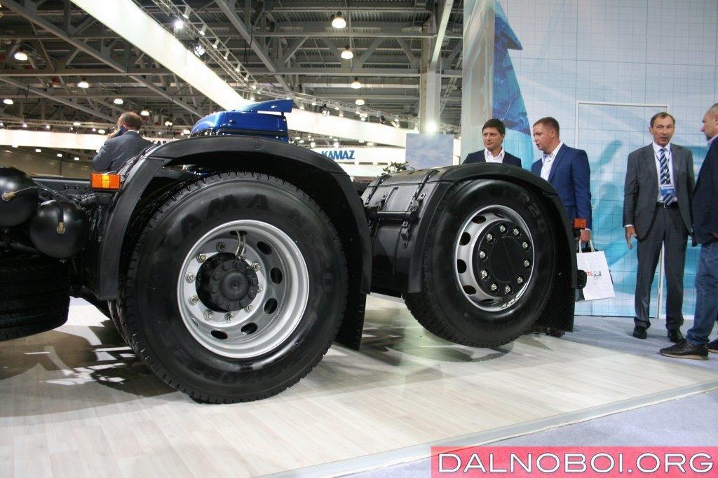 Задняя подъемная ось КАМАЗ-65209-S5 с автоматическим управлением.