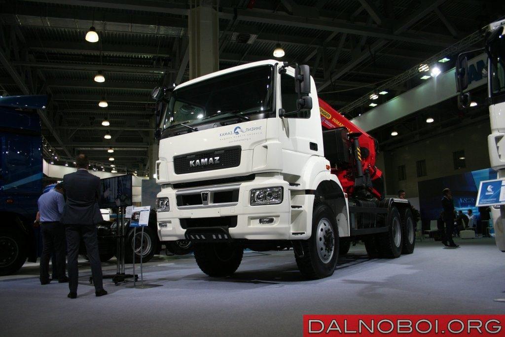 Полноприводный тягач КАМАЗ-65802 (6х6) с КМУ Palfinger Inman IM440E.