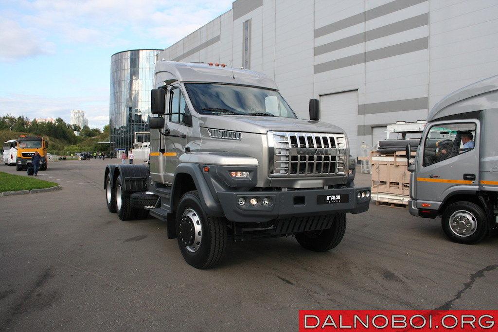 Магистральный тягач «Ural NEXT» (4х2) оснащен 422-сильным дизелем ЯМЗ-653 Евро-5 и 16-ступенчатой «механикой»