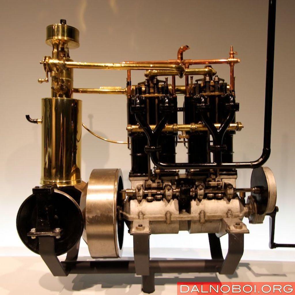 Четырехцилиндровый двигатель Phönix