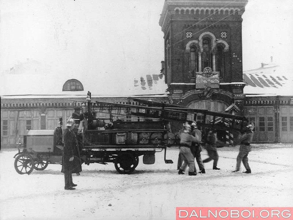 1908 год. После модернизации, Пречистенская пожарная часть в Москве заказала грузовик Daimler-Marienfelde DM 2b