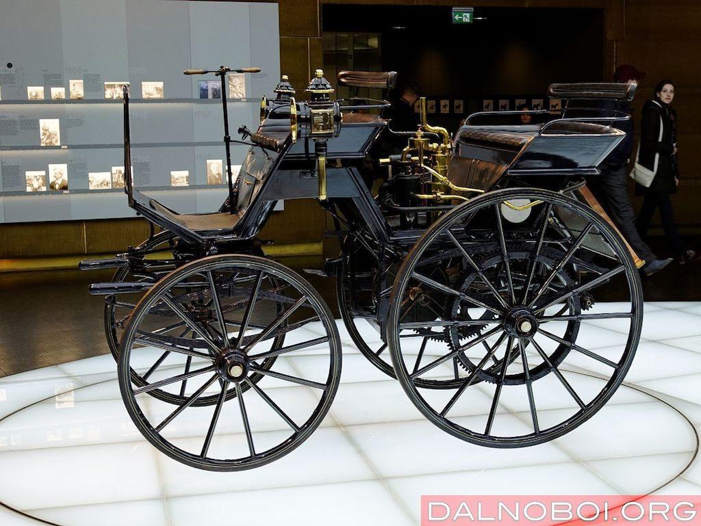 Первый четырехколесный автомобиль с ДВС Даймлера 1886 год