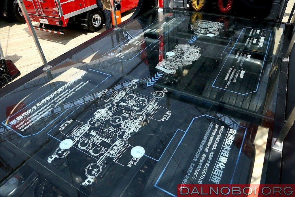 Для посетителей подробно расписано устройство двигателя и трансмиссии