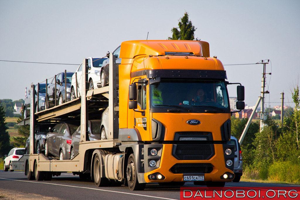 Крупнейший парк тягачей Ford Cargo 1846 принадлежит перевозчику Vectura, именно эти ярко-оранжевые тягачи встречаются на дорогах чаще всего