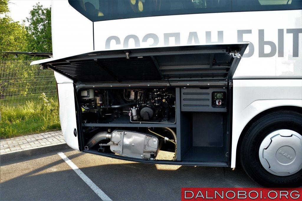 Доступ к правой части моторного отсека: достаточно поднять крышку – и все оборудование перед вами